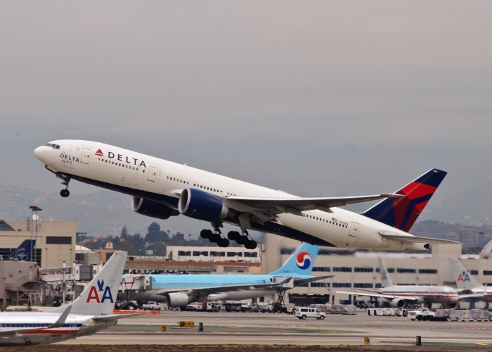 Delta airlines boeing 777-200LR_flickr_insapphowetrust_CC BY-SA 2.0