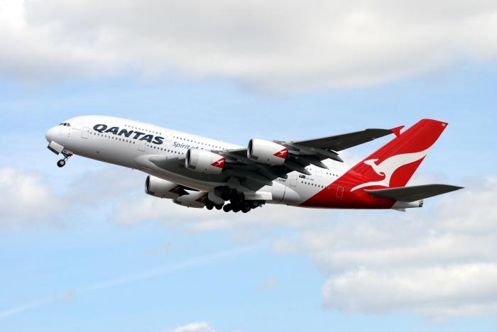 Qantas A380_flickr_allenthepostman_CC BY-SA 2.0