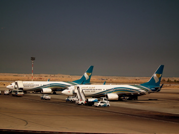 OMAN AIR BOEING 737-800,S AT MUSCAT SEEB AIRPORT OMAN OCT 2010_flick_clafier001_(CC BY-SA 2.0)