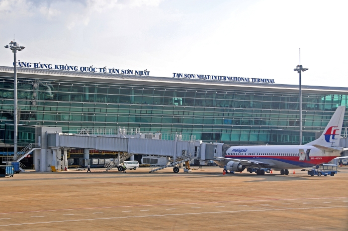 DGJ_0674 - Tan Son Nhat Airport_flickr_Dennis Jarvis_(CC BY-SA 2.0)