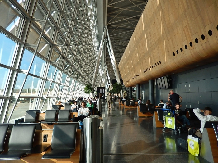 Zurich Airport_flickr_Michael Coghlan_(CC BY-SA 2.0)