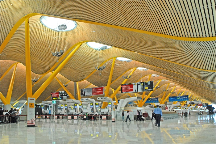 Madrit Airport_flickr_Jean-Pierre Dalbera_(CC BY 2.0)