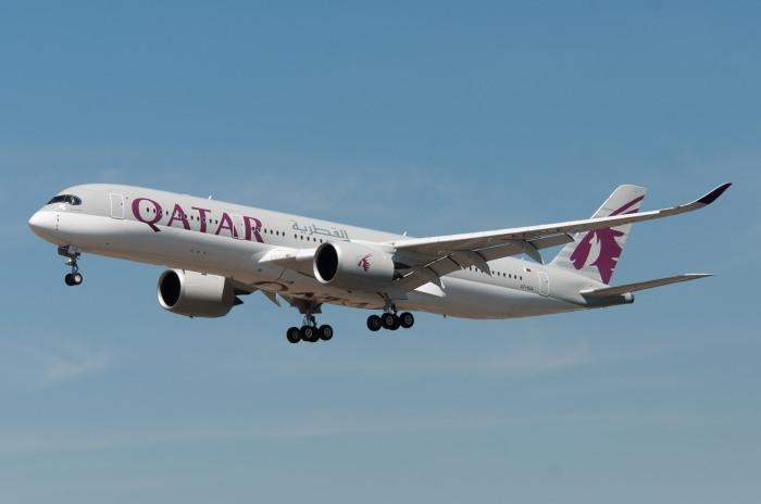 Qatar Airways A350_flickr_Gerard van der Schaaf_(CC BY 2.0)