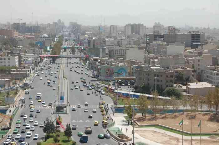 """""""Vista de Teherán desde la torre de Azadi"""" by Rafael Robles licensed under CC BY 2.0"""